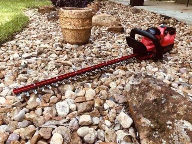 Powerworks 40v 24-inch Cordless Hedge Trimmer Hands On Review.